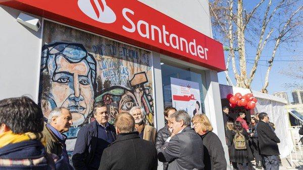 Los bancos llegan a la Villa 31 y dan pelea a los prestamistas