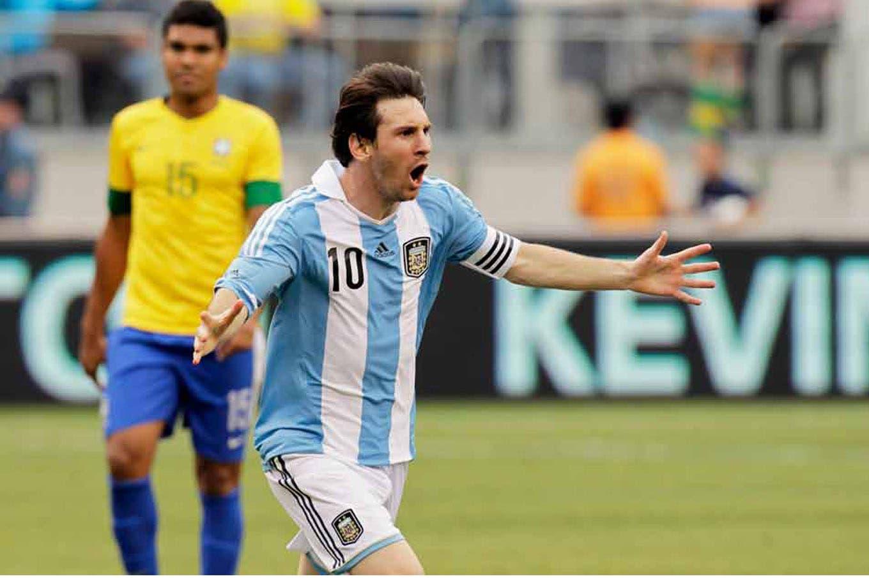 Argentina-Brasil: abajo, arriba, al ángulo y siempre de zurda, todos los goles de Lionel Messi en el clásico
