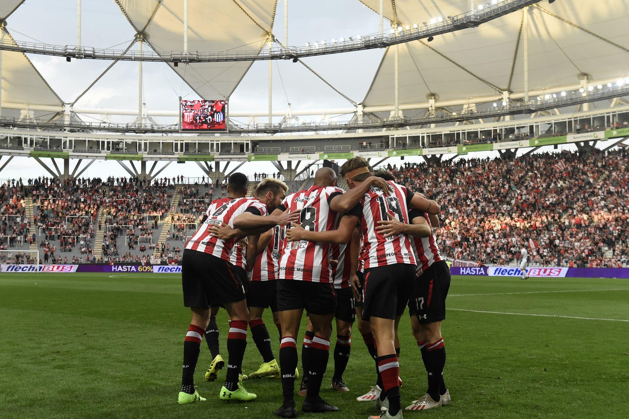 Estudiantes de La Plata y sus 13 años en el estadio Único: una historia de amor de principio a fin