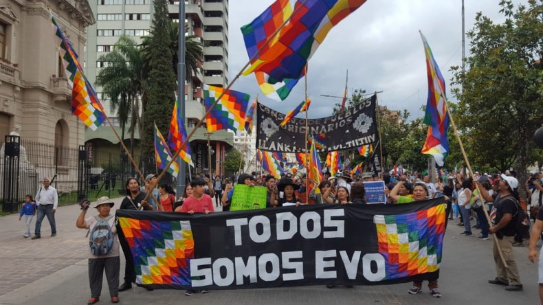 Organizaciones sociales y políticas marcharon por la situación en Bolivia