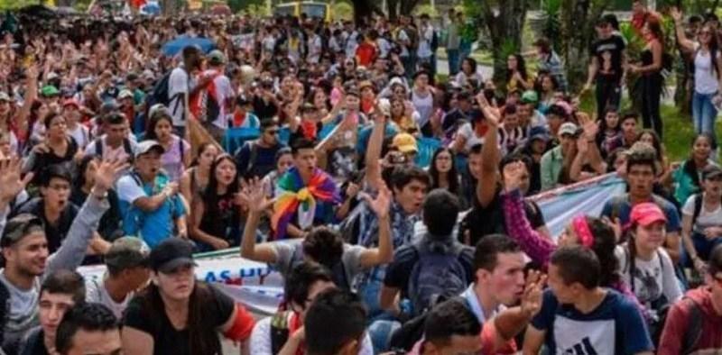 Tres muertos y más de 270 heridos durante las protestas