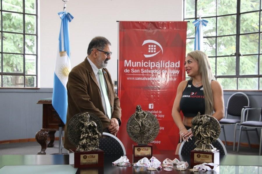 "El Intendente recibió a la Campeona Mundial de ""Fitness Figura"""