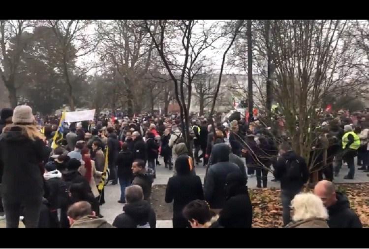 Histórica huelga contra la reforma previsional impulsada por el presidente francés