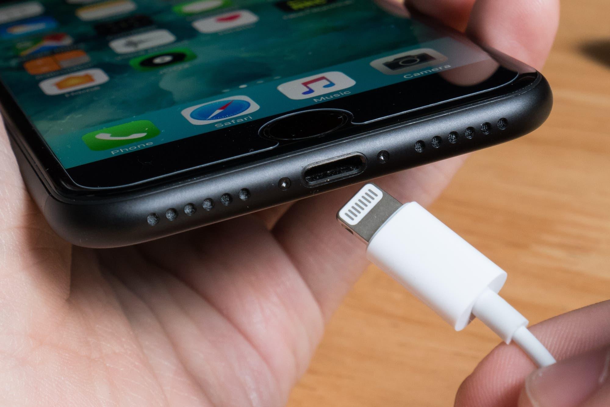 En 2021 el iPhone podría eliminar el conector de carga, según un analista que suele acertar en estas predicciones