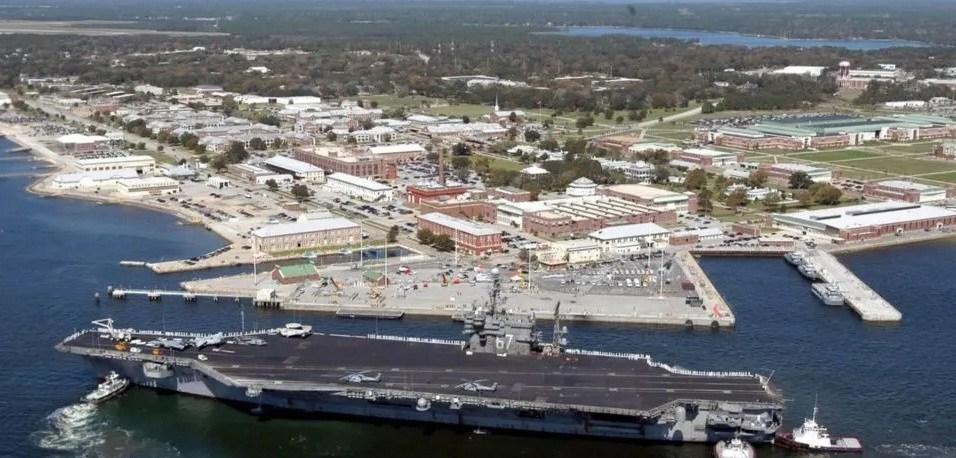 Cuatro muertos por tiroteo en una base naval en Florida