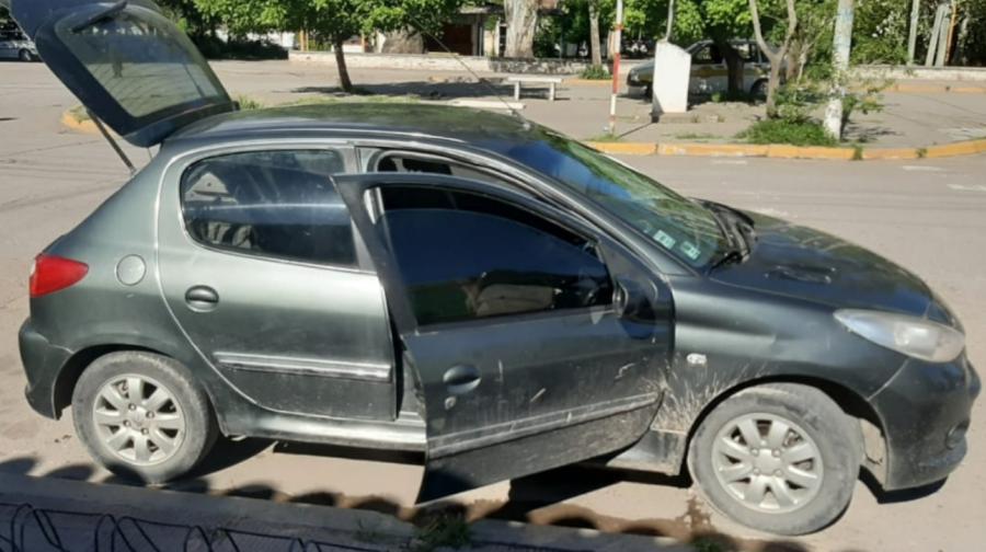 Tres demorados con secuestro de auto y objetos en Palpalá