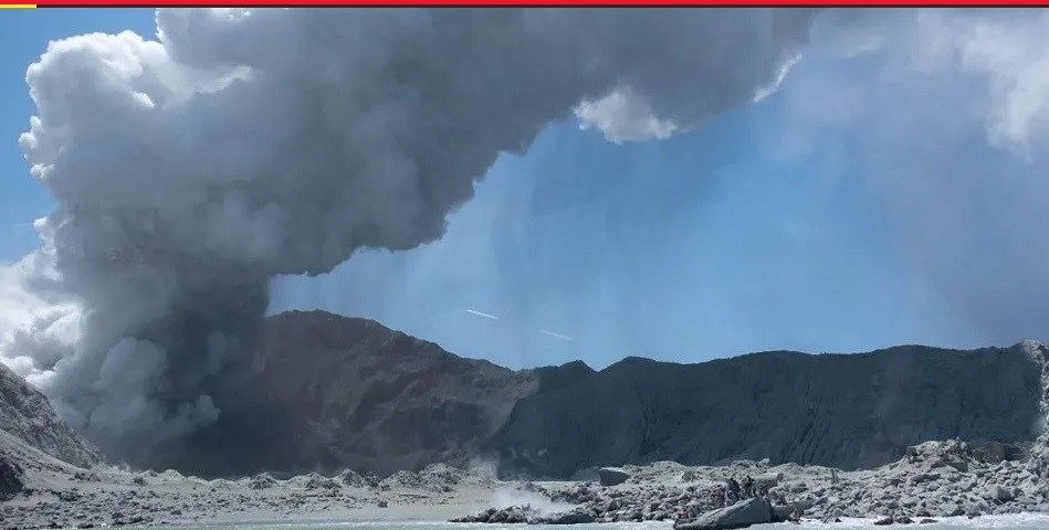 Erupcionó volcán Whakaari: 5 muertos