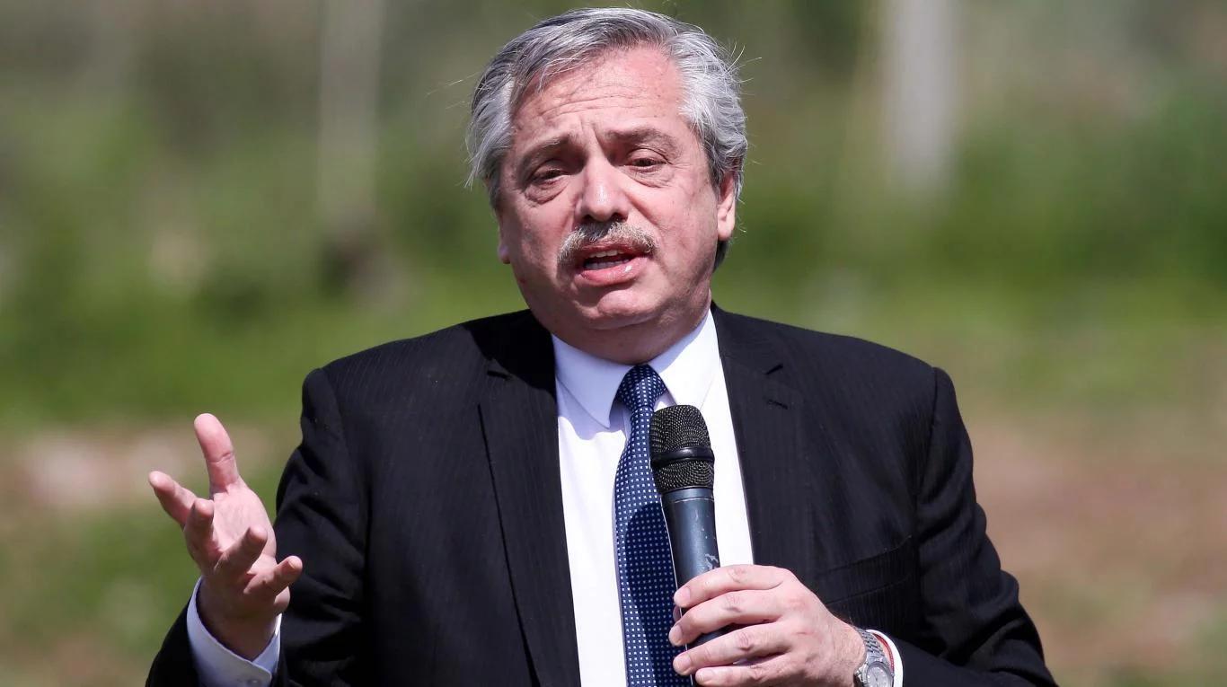 Aumento a estatales: Fernández dice que ya firmó el decreto