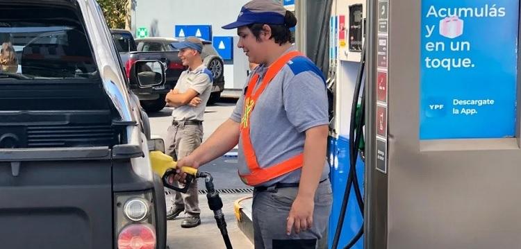 Comenzó a regir la suba del 3,5% promedio en los combustibles de YPF