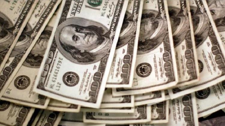 Los bancos siguen sin vender dólares: analizan implementar un sistema de turnos online para reactivar la venta del cupo de USD 200