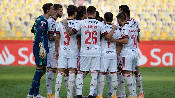 Flamengo: el club que empujó la vuelta del fútbol en Brasil y jugó al lado de un hospital, sufrió 27 contagios en una semana y ahora pide parar