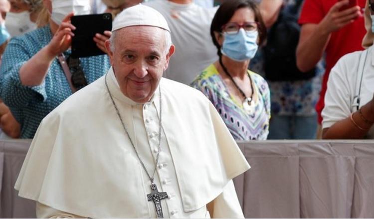 Investigan el «me gusta» de la cuenta del Papa a una modelo