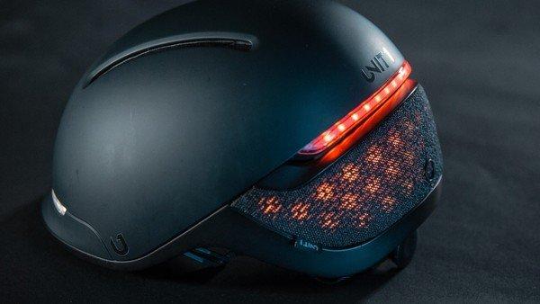 Crean un casco inteligente para ciclistas que hasta detecta caídas