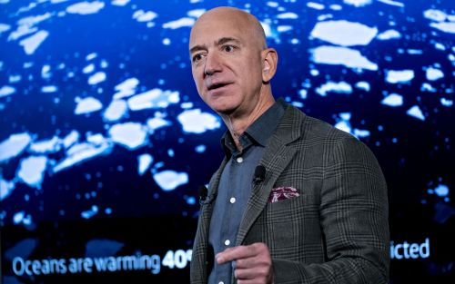 Sector naviero insta a Jeff Bezos a ayudar a miles de marinos varados