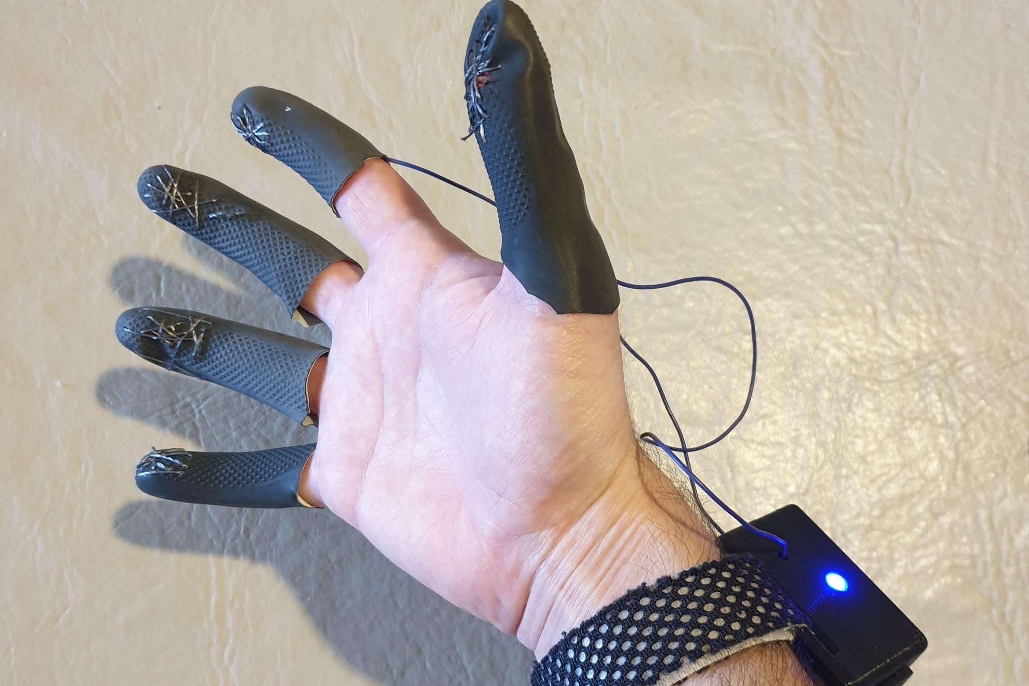 Motfi: el guante argentino que ayuda a recuperar la motricidad fina de las manos