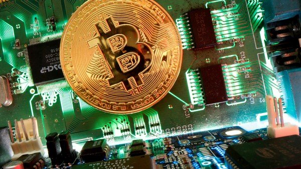 el-bitcoin-tuvo-su-peor-semana-en-un-ano,-con-una-caida-del-25%