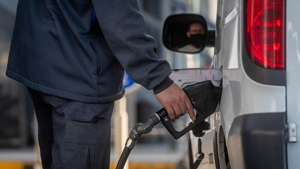 los-combustibles-quedarian-mas-atados-al-precio-del-dolar-que-del-petroleo