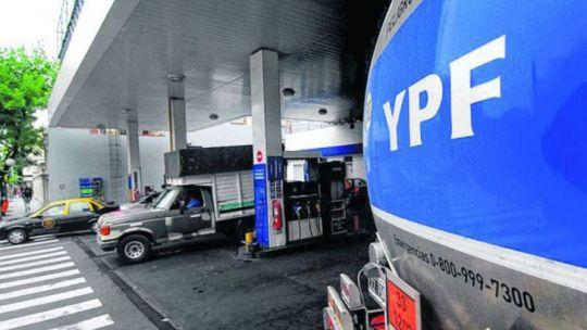 tras-el-pico-inflacionario-de-marzo,-ypf-aumento-sus-combustibles-otro-6-por-ciento
