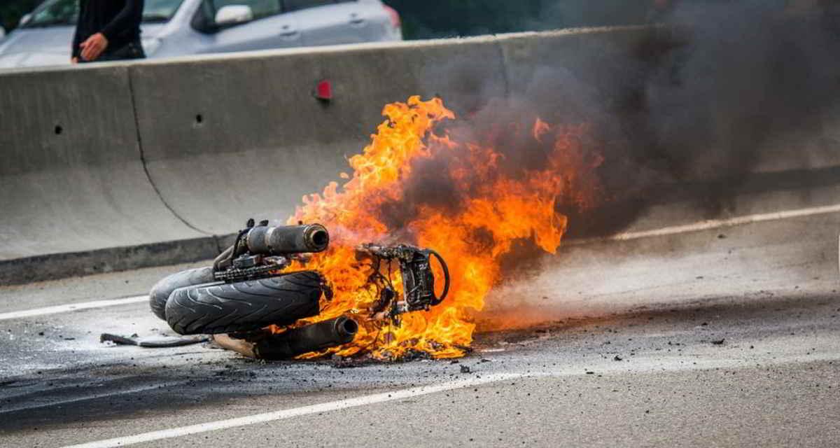 jujuy:-un-motociclista-murio-tras-perder-el-control-del-vehiculo,-el-que-luego-se-incendio
