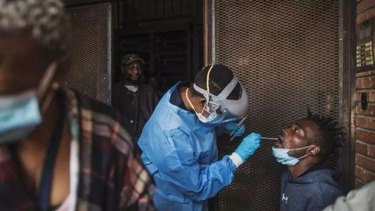 """oms-insta-a-""""esfuerzo-masivo""""-para-aumentar-vacunacion-contra-el-covid-19-en-africa"""