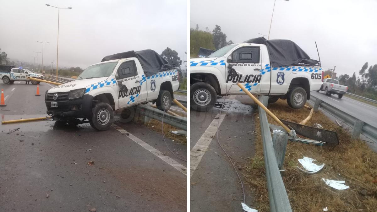 una-camioneta-de-la-policia-sufrio-un-accidente-vial-y-derribo-dos-postes-de-luz