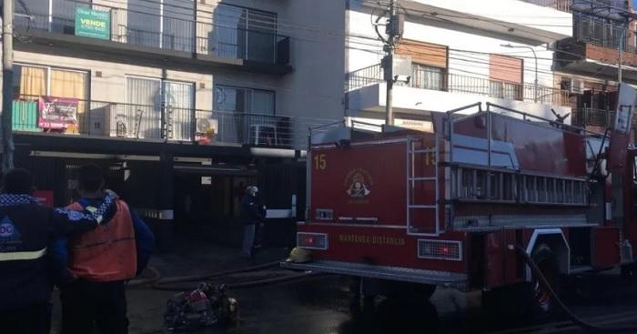 tragedia-en-caseros:-dos-bomberos-murieron-en-el-incendio-de-un-edificio
