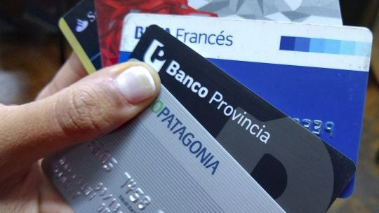 tarjetas-de-credito:-saldo-de-operaciones-cae-3,5%-contra-junio-pero-crece-42,8%-anual